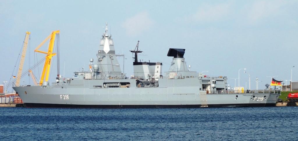 Fregatte Sachsen im Nordhafen